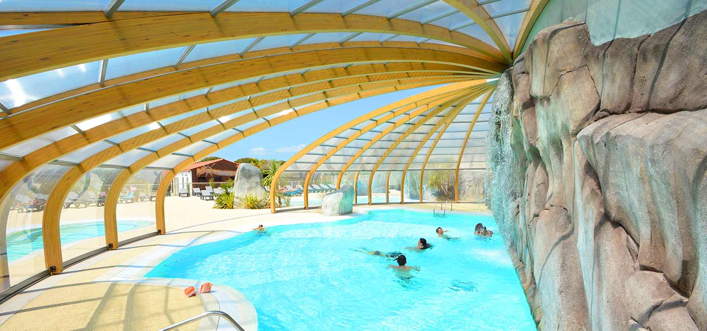 Camping h lios water park with heated pool for Camping au bord de la dordogne avec piscine